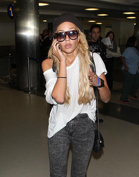 Аманда Байнс в аэропорту Лос-Анджелеса