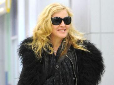 Поклонники Мадонны (Madonna) с воодушевлением приняли ее новую песню