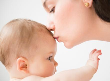 Красивая молодая мама