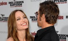 Анджелина Джоли встала перед Питтом на колени и предложила руку и сердце