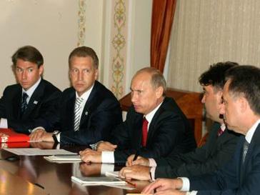 Владимир Путин повышает материнский капитал