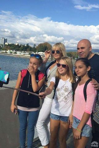 Валерия и Иосиф Пригожин с фанатами фото