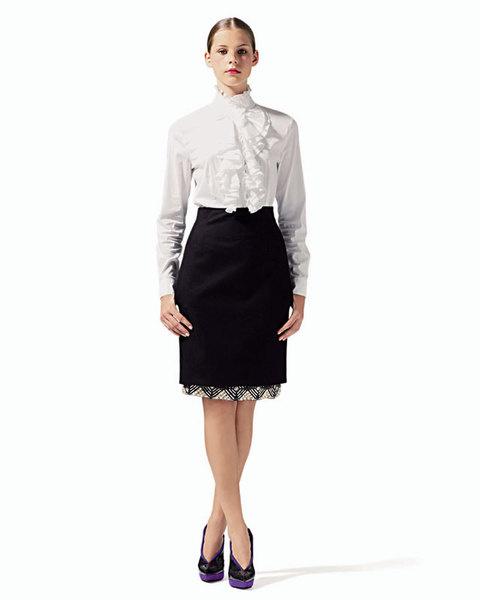 Блуза с жабо из хлопка, Chiara D'Este;юбка из шерсти, украшенная блестящими деталями, Love Sex Money;туфли, Donna Karan