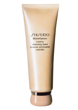 4. Shiseido Очищающая пенка Benefiance;
