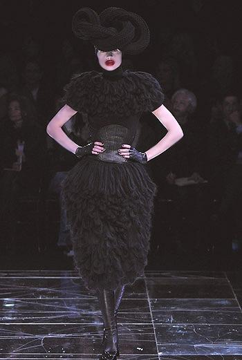 Показ коллекции Alexander McQueen осень-зима 09/10.