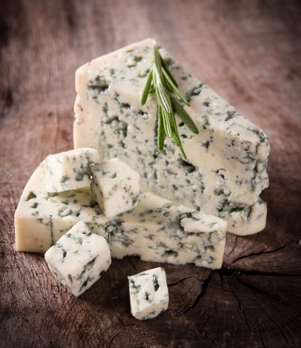 Почему вреден сыр с плесенью