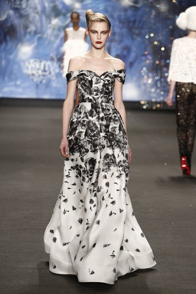 Самые роскошные вечерние платья Недели моды в Нью-Йорке | галерея [3] фото [5]