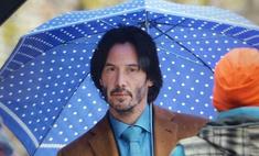 Киану Ривз с милым зонтиком в горошек стал интернет-мемом
