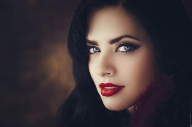 Фото картинки самых красивых девушек брюнеток зимой