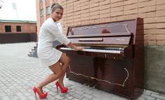 В центре Тулы можно сыграть на пианино