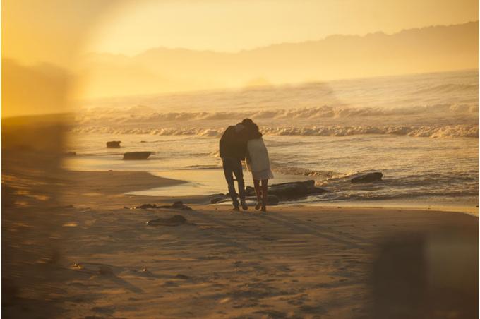Двое на берегу моря