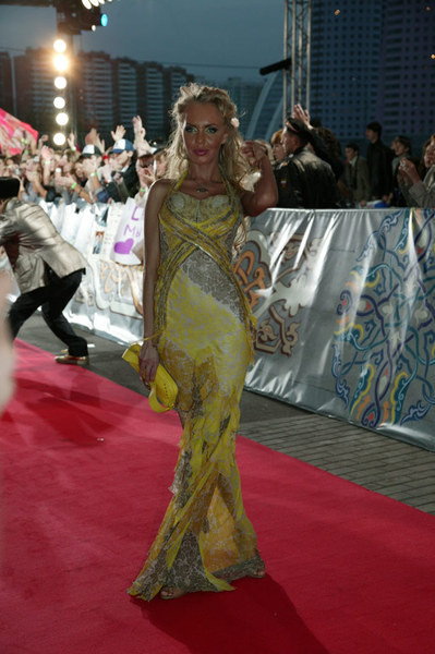 Маша Малиновская в шикарном струящемся платье