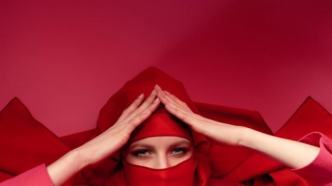 Упала самооценка — притворитесь «восточной женщиной»