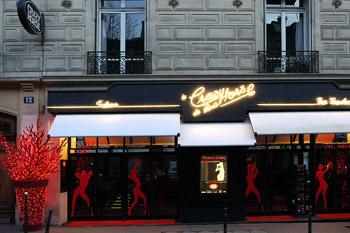 За строгой вывеской скрывается эротический эпицентр Парижа.