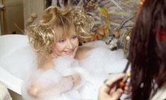 Видео из замка: Пугачева – в ванной, Галкин – в роли Джека Воробья