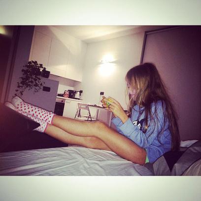 Трах на кровате с девочкой фото фото 671-480