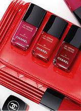 Chanel представил новую коллекцию красных лаков для ногтей