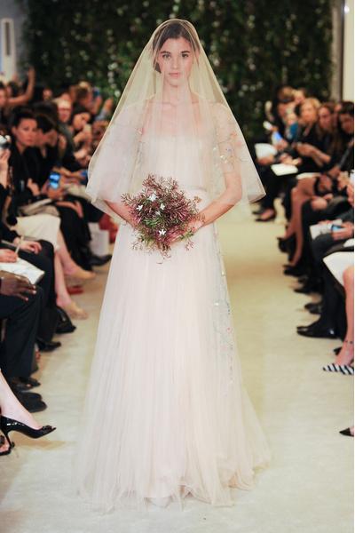 50 самых красивых платьев со Свадебной Недели Моды в Нью-Йорке | галерея [1] фото [39]