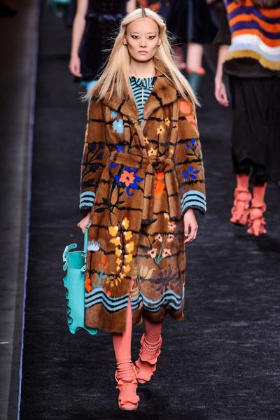 Самые красивые образы Недели моды в Милане | галерея [1] фото [29]