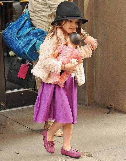 Дочь Кэти Холмс (Katie Holmes) и Тома Круза (Tom Cruise) - Сури (Suri Cruise)