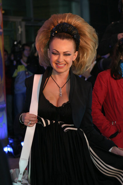 Яна Рудковская в образе очаровательной валькирии