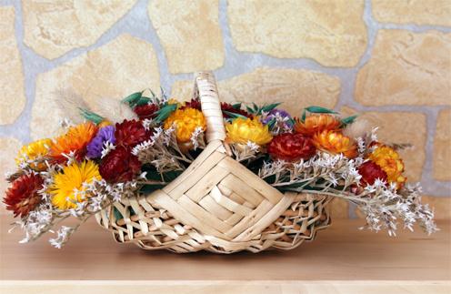 Сухие и искусственные цветы - не лучшее украшение интерьера.