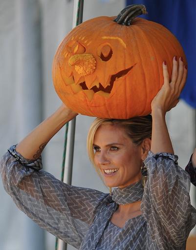 Хайди Клум тщательно готовится к Хэллоуину.