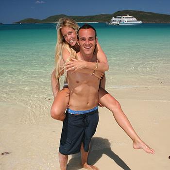 Считается, что острова гряды Уитсандей - место отдыха для золотой молодежи со всего мира. Номера в шикарных пентхаузах и вездесущие дорогие яхты, пабы и дискотеки - отличное тому подтверждение.