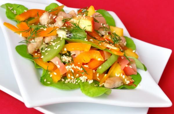 Салат из куриной грудки с киви