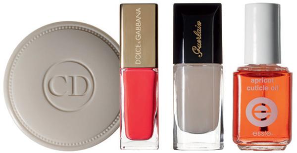 Dior Крем для укрепления ногтей Crème Abricot; Dolce & Gabbana Лак для ногтей, оттенок 115 Camelia; Guerlain Защитное покрытие для ногтей La Base Protectrice; Essie Масло для кутикулы Apricot Cuticle Oil.