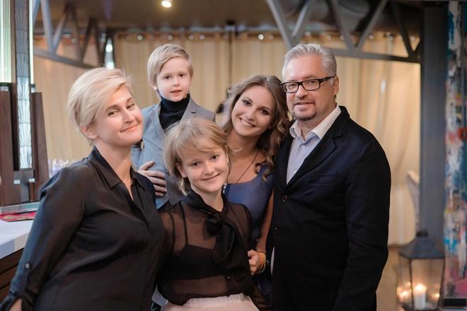 Супруги Агишевы и их дети