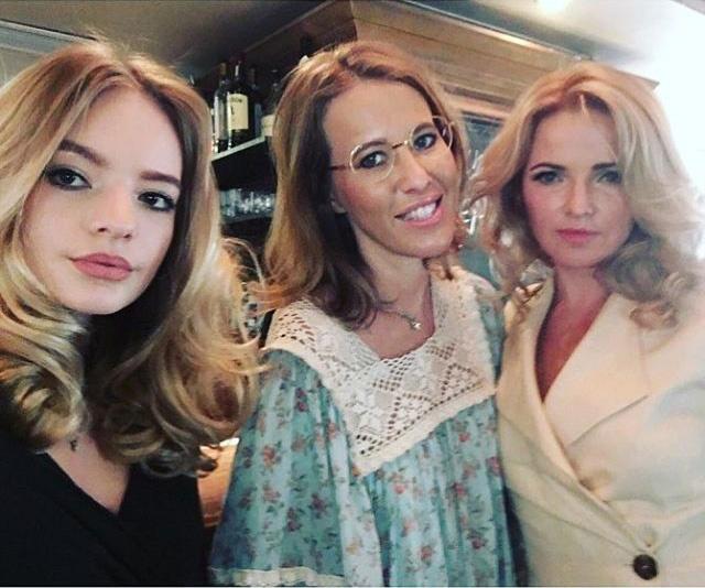 Ксения Собчак с Екатериной и Лизой Песковыми
