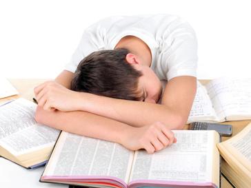 Ученик готовится к экзаменам