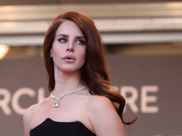 Lana Del Rey Jaguar