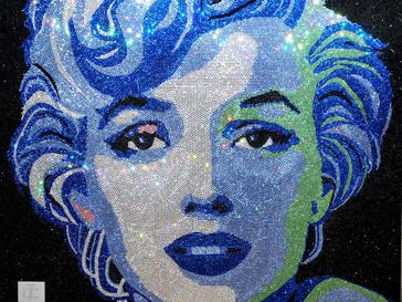Рианна (Rihanna) заказала портрет Мэрилин Монро из кристаллов Сваровски у британской художница Клэр Мильнер