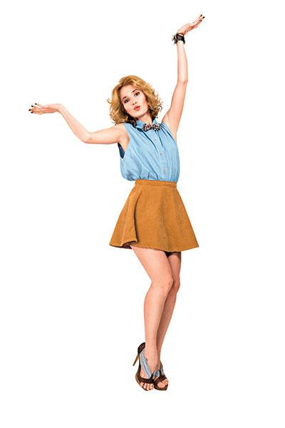 Рубашка и юбка American Apparel, бабочка Scotch & Soda, босоножки Fendi