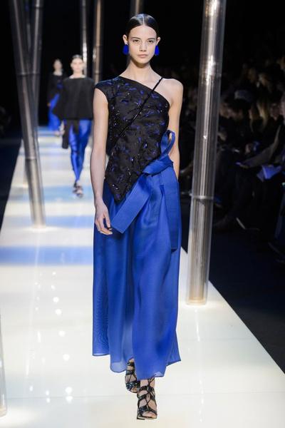 На Неделе высокой моды в Париже прошел юбилейный показ Giorgio Armani Prive | галерея [2] фото [7]