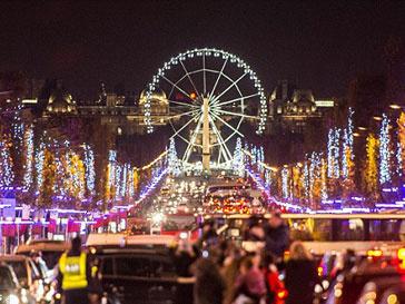 Париж засиял миллионами огней