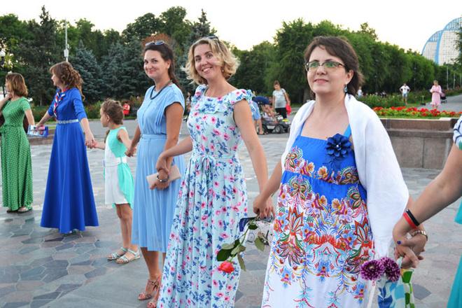 Красивые женщины в платьях фото