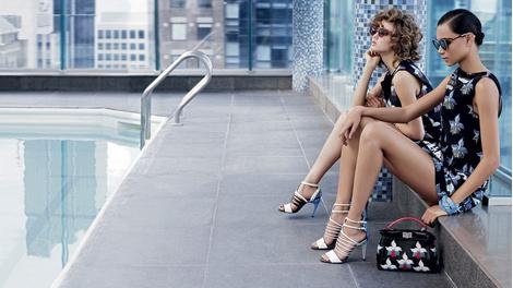 Карл Лагерфельд снял новую рекламную кампанию Fendi | галерея [1] фото [8]