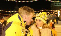 Татьяна Навка вышла на лед с мужем и дочерью