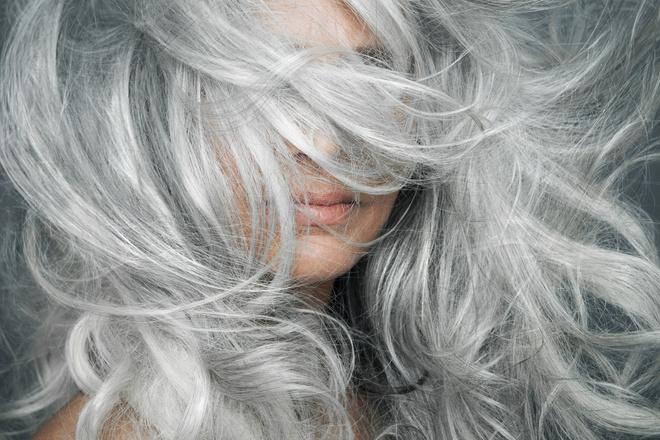 Причина седых волос у девушек