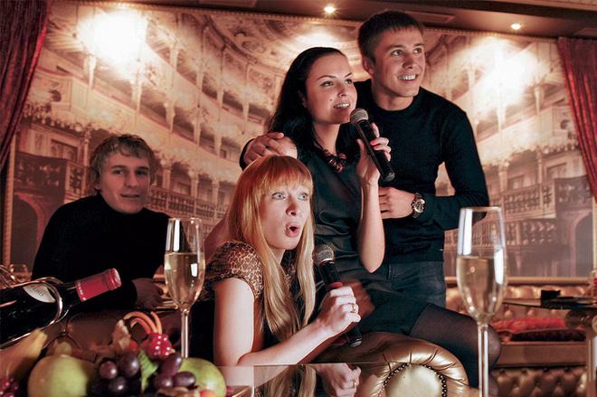 У постоянных гостей есть даже клички, например Пугачева или Дубль Лепс. Есть одна женщина, которую мы называем Каркушей – за своеобразные наряды, делающие ее похожей на героиню детской передачи. Вообще наши посетители всегда выглядят узнаваемо.