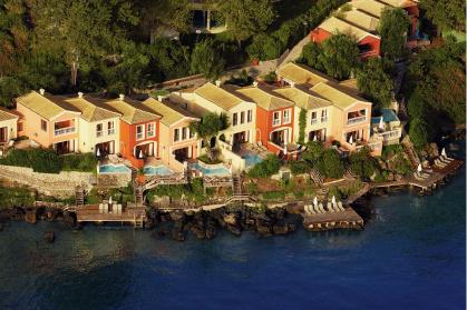 Виллы с бассейнами и собственными спусками к морю, отель Corfu Imperial.