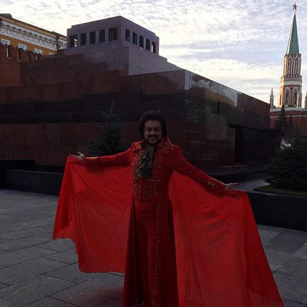 Филипп Киркоров встречает Олимпийский огонь