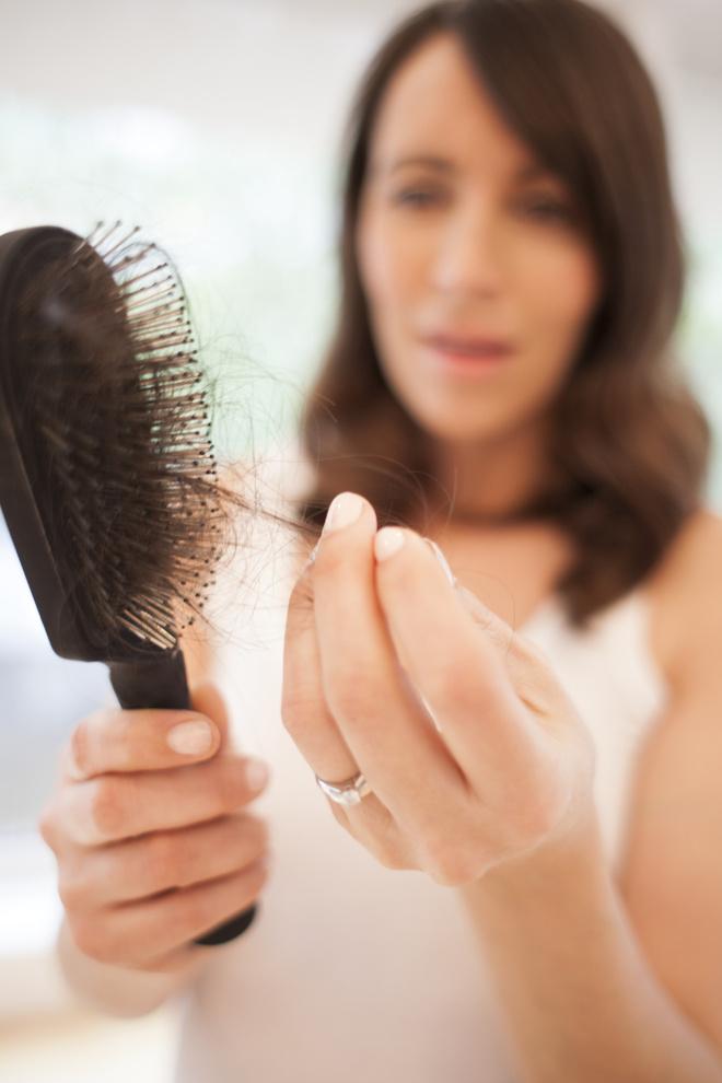 если волосы выпадают с корнем