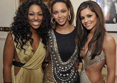 Финалистка X Factor, Бейонсе и Шерил Коул за кулисами субботнего шоу