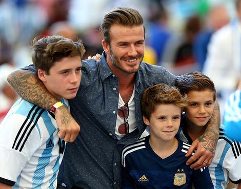Дэвид Бекхэм с сыновьями Бруклином, Ромео и Крузом