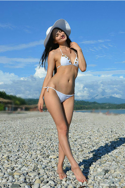 Фото шикарных девушек в бикини на пляже фото 93-782