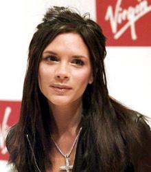 Выпустив сольный альбом, звезда отпустила длинные волосы цвета горького шоколада (2002)